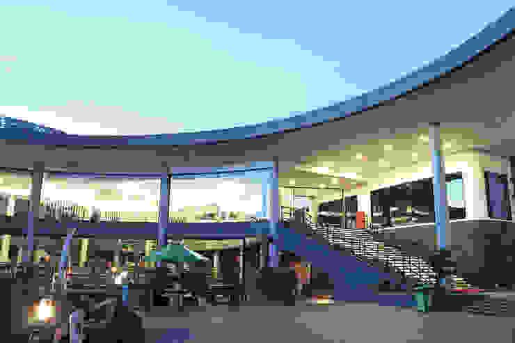 Exterior - Back Area Ruang Komersial Tropis Oleh PHL Architects Tropis