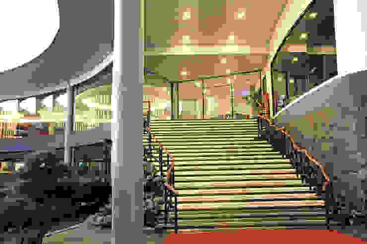Exterior - Back Area to Restaurant Ruang Komersial Tropis Oleh PHL Architects Tropis