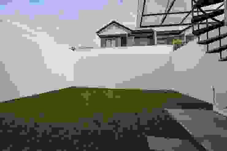 Area Luar bangunan Taman Minimalis Oleh Total Renov Studio Minimalis