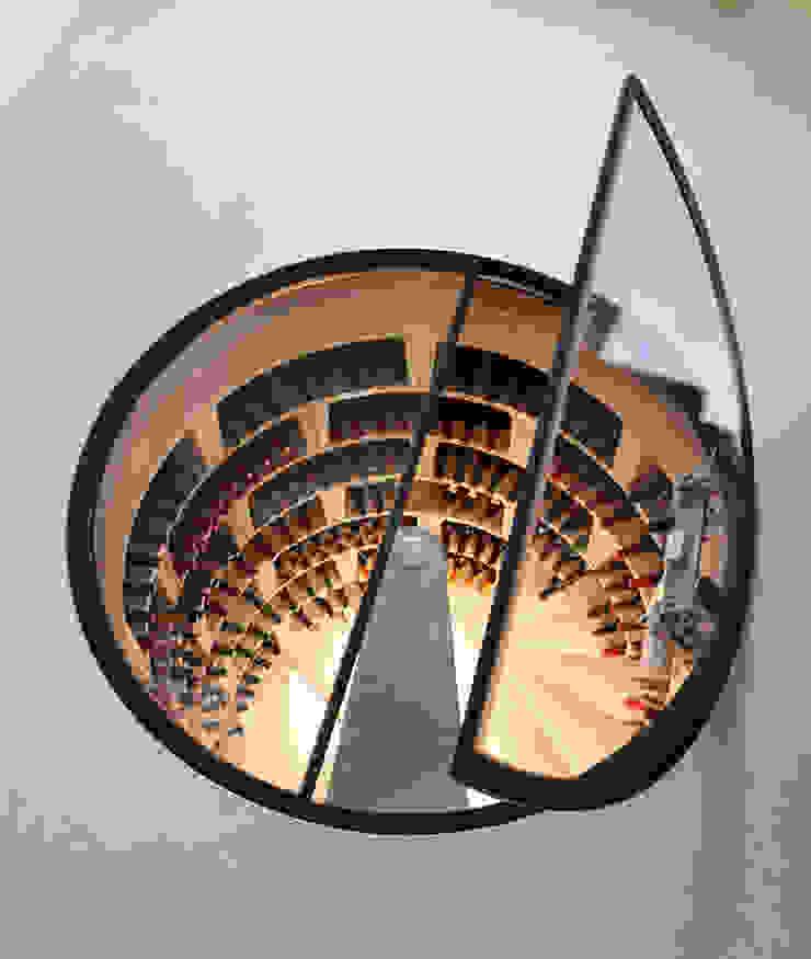 Original Spiral Cellar with hinged round glass door Nowoczesna piwnica win od Spiral Cellars Nowoczesny