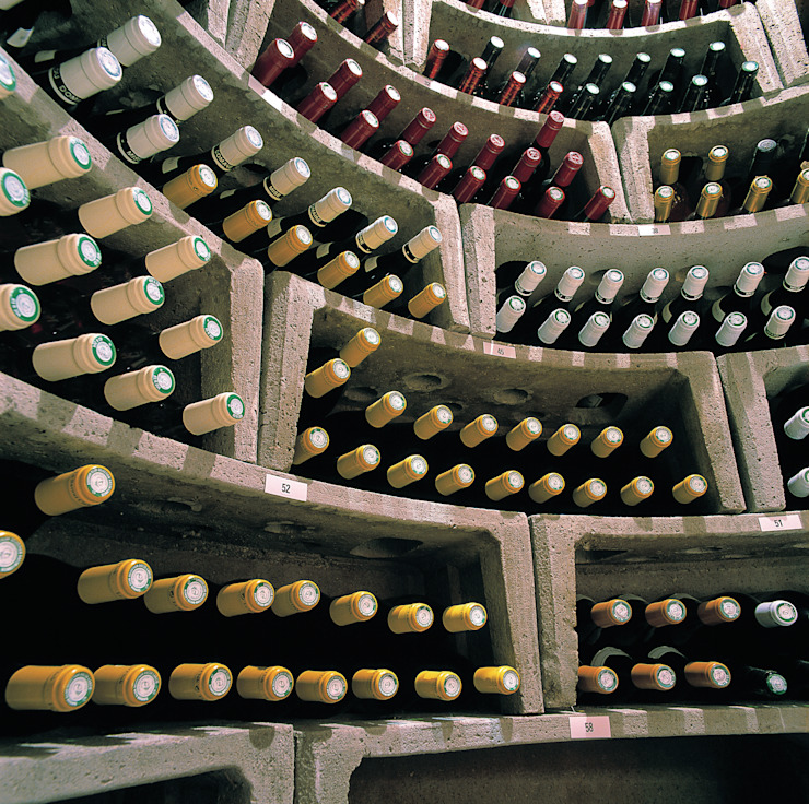Interior of Original Spiral Cellar Rustic style wine cellar by Spiral Cellars Rustic