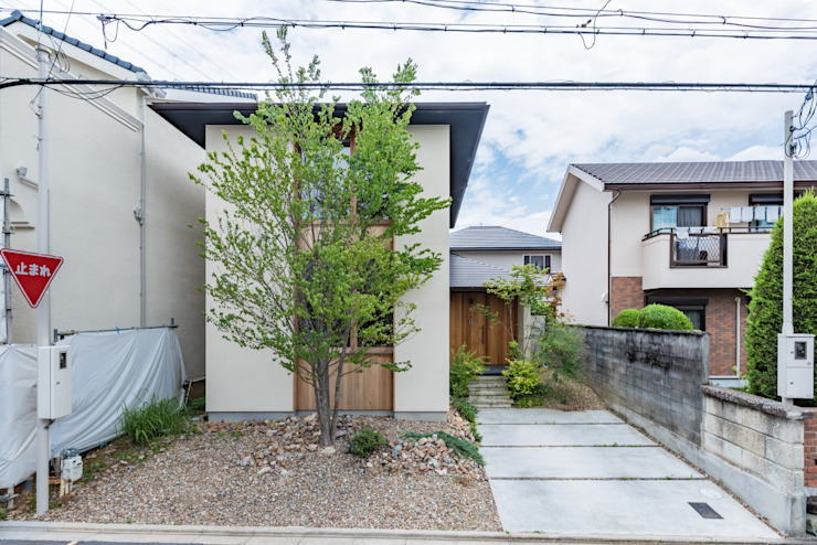 Eclectic style houses by 安江怜史建築設計事務所 Eclectic
