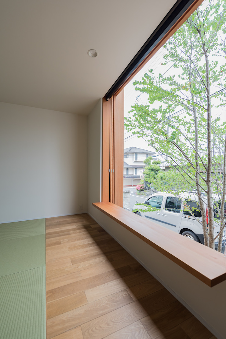 Eclectic style living room by 安江怜史建築設計事務所 Eclectic