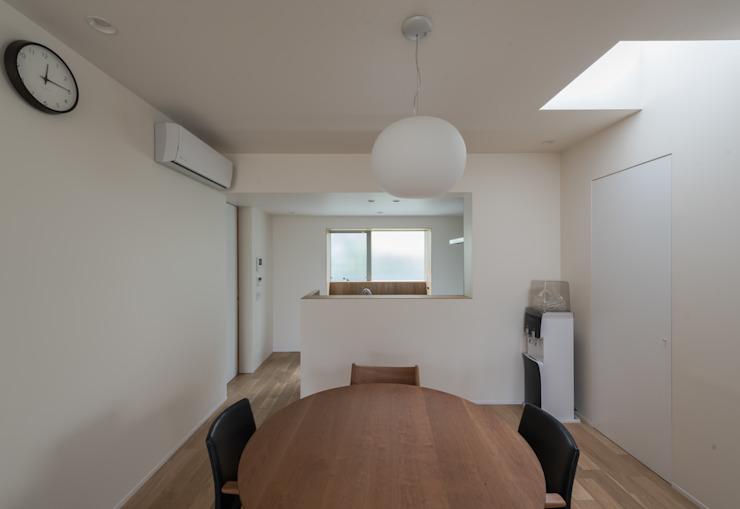 Eclectic style dining room by 安江怜史建築設計事務所 Eclectic