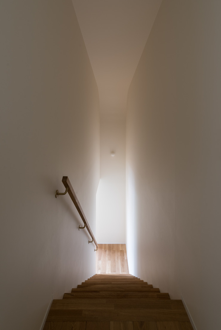 Eclectic style corridor, hallway & stairs by 安江怜史建築設計事務所 Eclectic