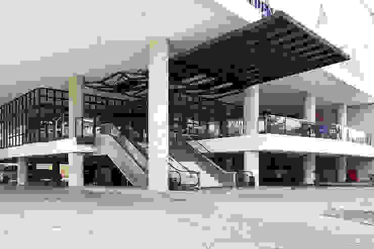 Exterior - Drop Off Area Hotel Modern Oleh PHL Architects Modern