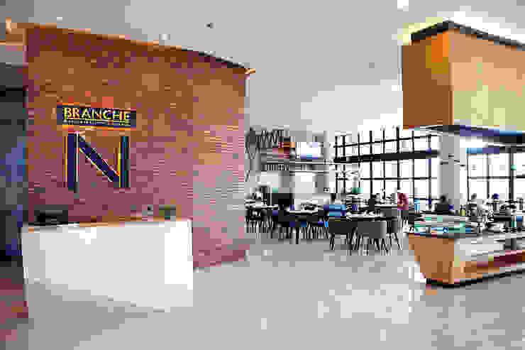 Interior - Restaurant Hotel Modern Oleh PHL Architects Modern