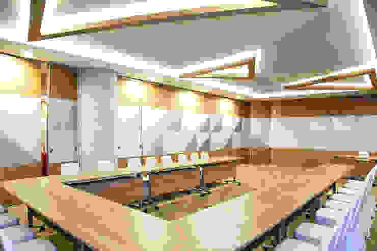 Interior - Meeting Room Hotel Modern Oleh PHL Architects Modern