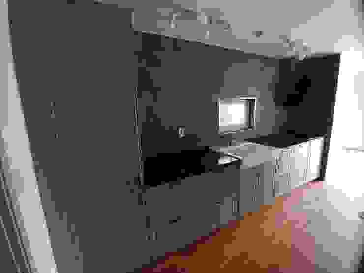 Modern kitchen by 나무집협동조합 Modern