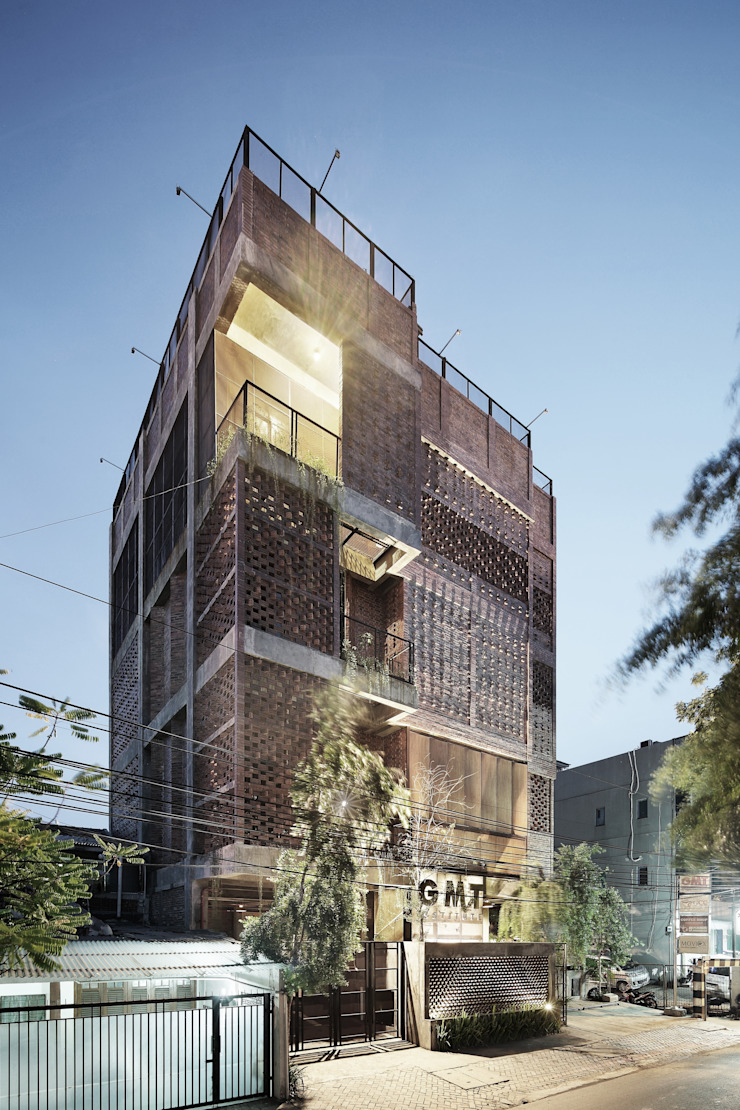Exterior - Perspective View Bangunan Kantor Gaya Industrial Oleh PHL Architects Industrial