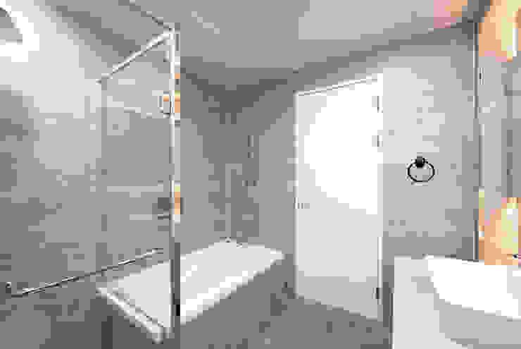 아이들도 좋아하는 투톤하우스_웰카운티49PY 인테리어 모던스타일 욕실 by 디자인 아버 모던