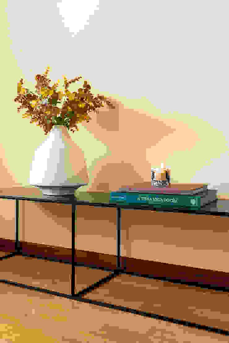 Móvel de apoio por Hoost - Home Staging Moderno