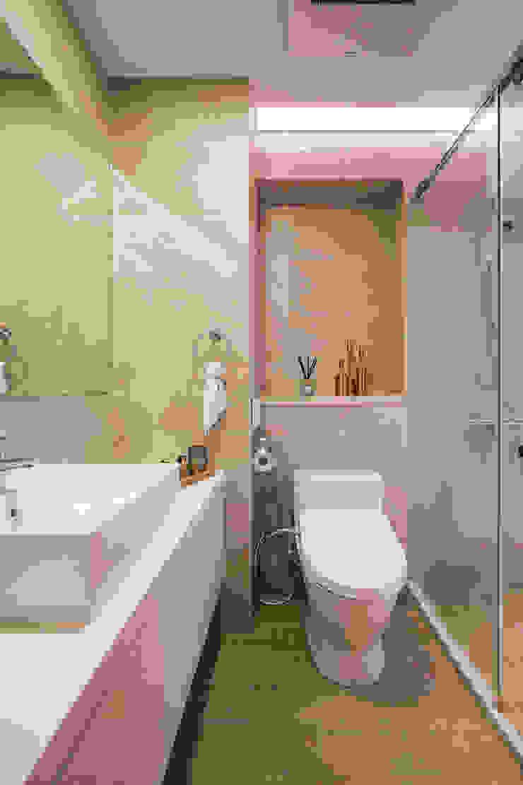 飯店浴室 Modern bathroom by 解構室內設計 Modern Tiles