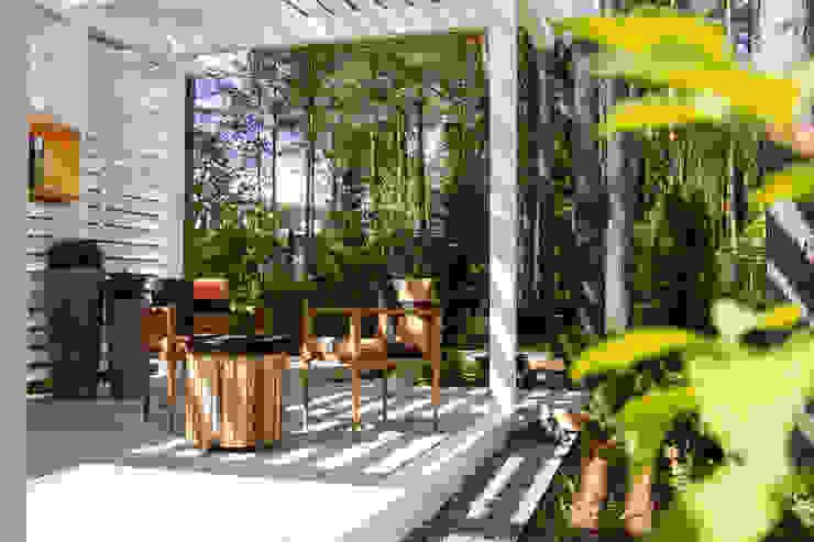 Охтинский парк Сад в классическом стиле от DEREVO PARK Классический