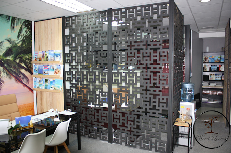 Travel agency by Wood Lovers - Custom Designed Living Asian Solid Wood Multicolored