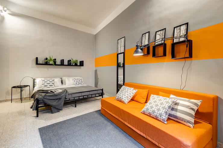 Creattiva Home ReDesigner - Consulente d'immagine immobiliare Living room Orange