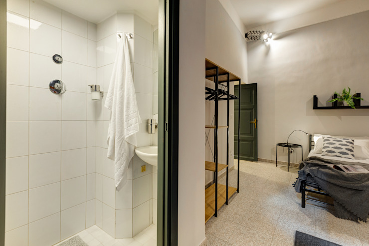 Industrial style bathroom by Creattiva Home ReDesigner - Consulente d'immagine immobiliare Industrial