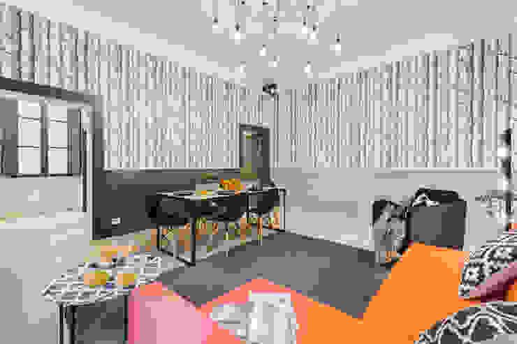 Appartamento adibito a casa vacanza Creattiva Home ReDesigner - Consulente d'immagine immobiliare Sala da pranzo in stile industriale