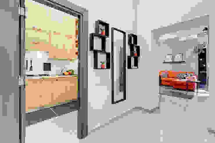 Appartamento adibito a casa vacanza Creattiva Home ReDesigner - Consulente d'immagine immobiliare Ingresso, Corridoio & Scale in stile industriale