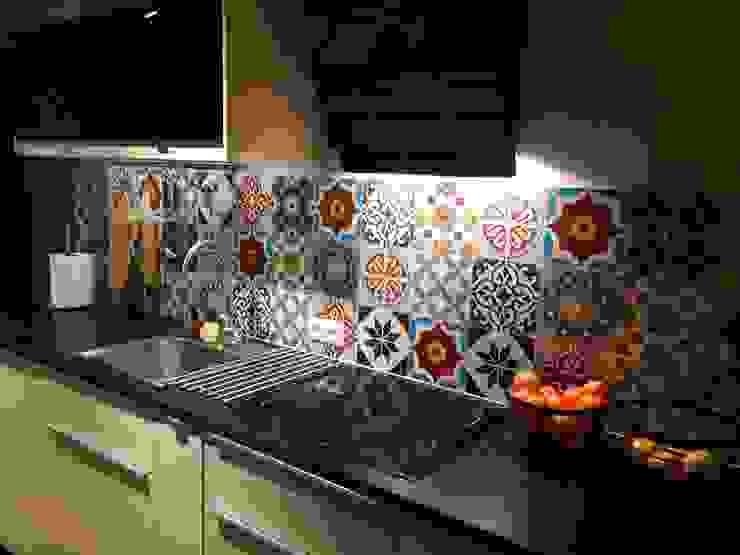 Płytki cementowe nad blatem w kuchni Klasyczna kuchnia od Cerames Klasyczny