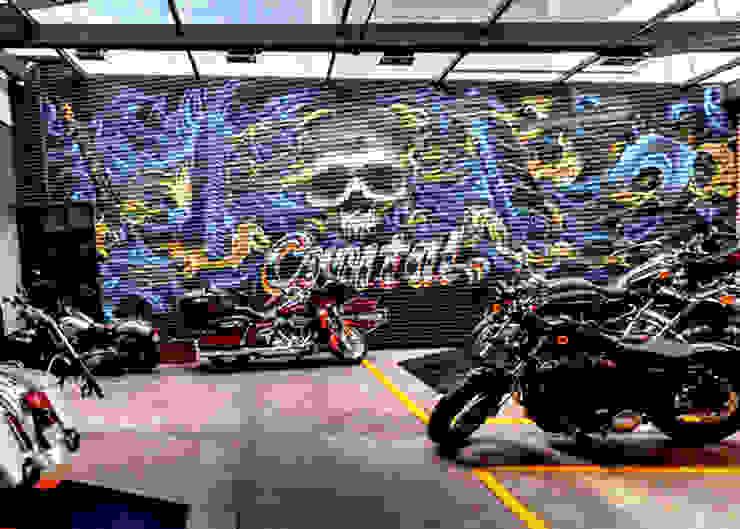 Mural decorativo para tienda de motocicletas Espacios comerciales de estilo colonial de Arca México Colonial