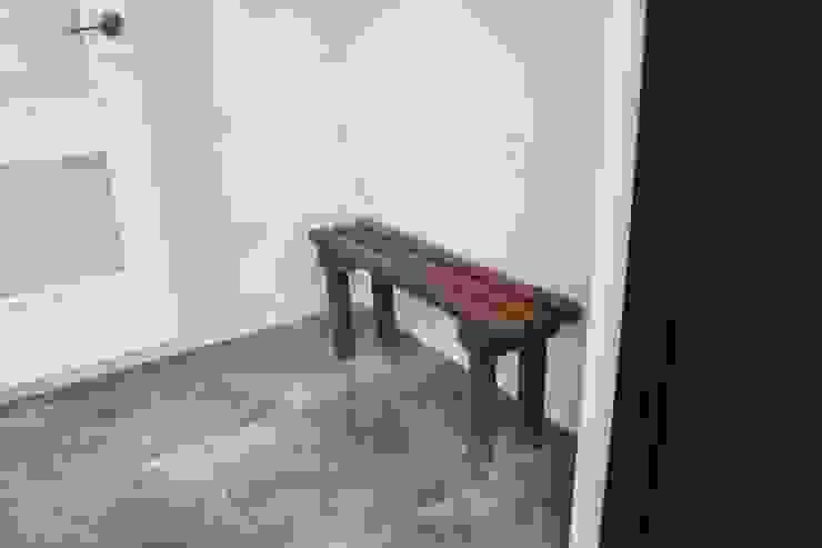 Ingresso, Corridoio & Scale in stile moderno di 나무집협동조합 Moderno