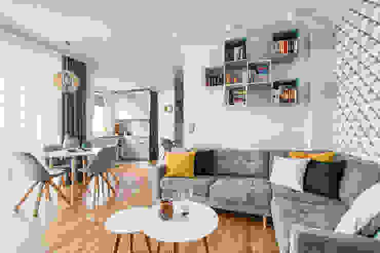 Ruang Keluarga oleh IDEALS . marta jaślan interiors