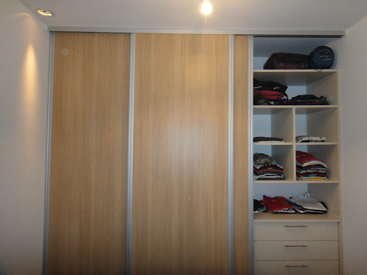 Modern dressing room by GR Arquitectura Modern Wood Wood effect