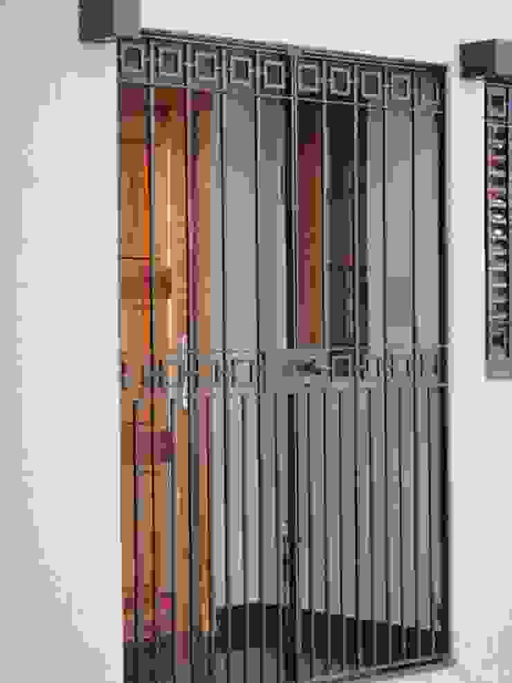 Detalle de Porch de GR Arquitectura Moderno Hierro/Acero