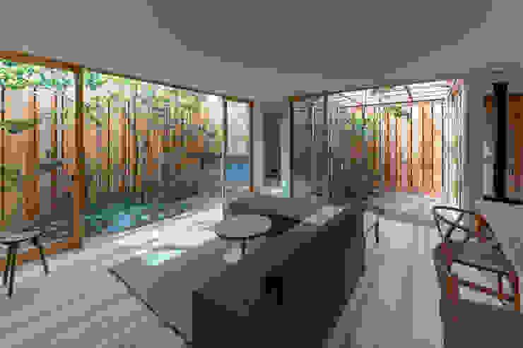 明石の家 house in akashi: arbolが手掛けたリビングです。,ミニマル