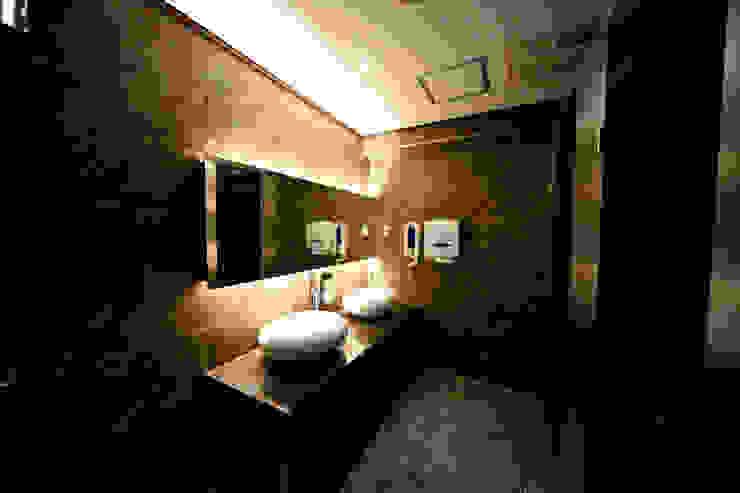 Classic style bathroom by 감자디자인 Classic