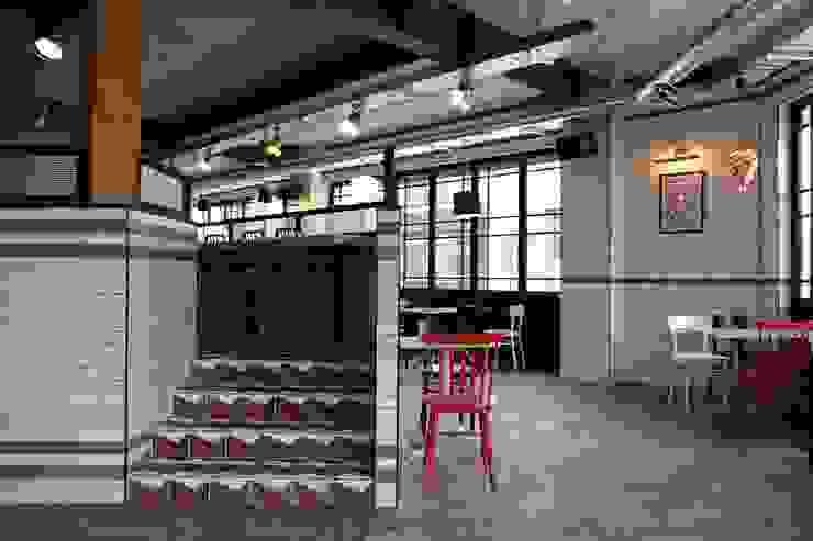 DESSERT CAFE INTERIOR by 감자디자인 북유럽