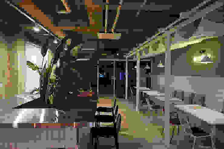 CAFE INTERIOR 인더스트리얼 다이닝 룸 by 감자디자인 인더스트리얼