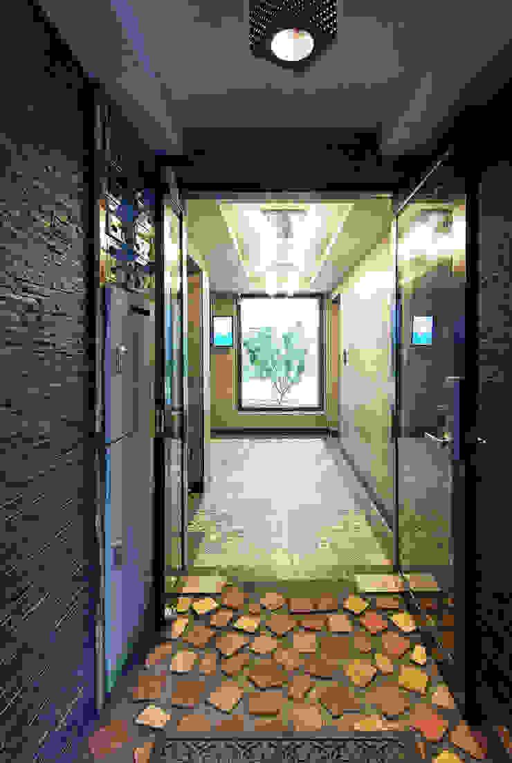 빛을 들이는 로비와 계단실 모던스타일 복도, 현관 & 계단 by SPACEPRIME ARCHITECTURE 모던