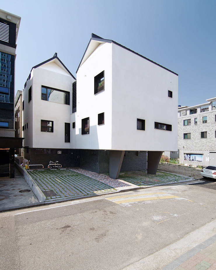이웃건물을 고려한 열어둘 수 있는 창 만들기-3 by SPACEPRIME ARCHITECTURE 모던