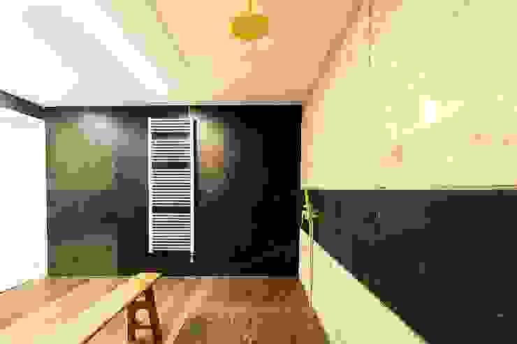 Ametlla del Vallès Baños de estilo moderno de Antonio Parrondo Interiorismo Moderno