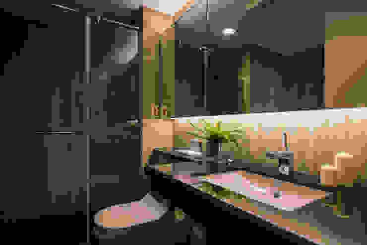 主臥浴室 現代浴室設計點子、靈感&圖片 根據 解構室內設計 現代風 大理石