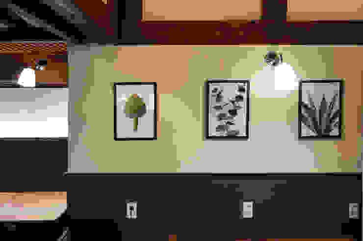 CAFE INTERIOR 아시아스타일 벽지 & 바닥 by 감자디자인 한옥