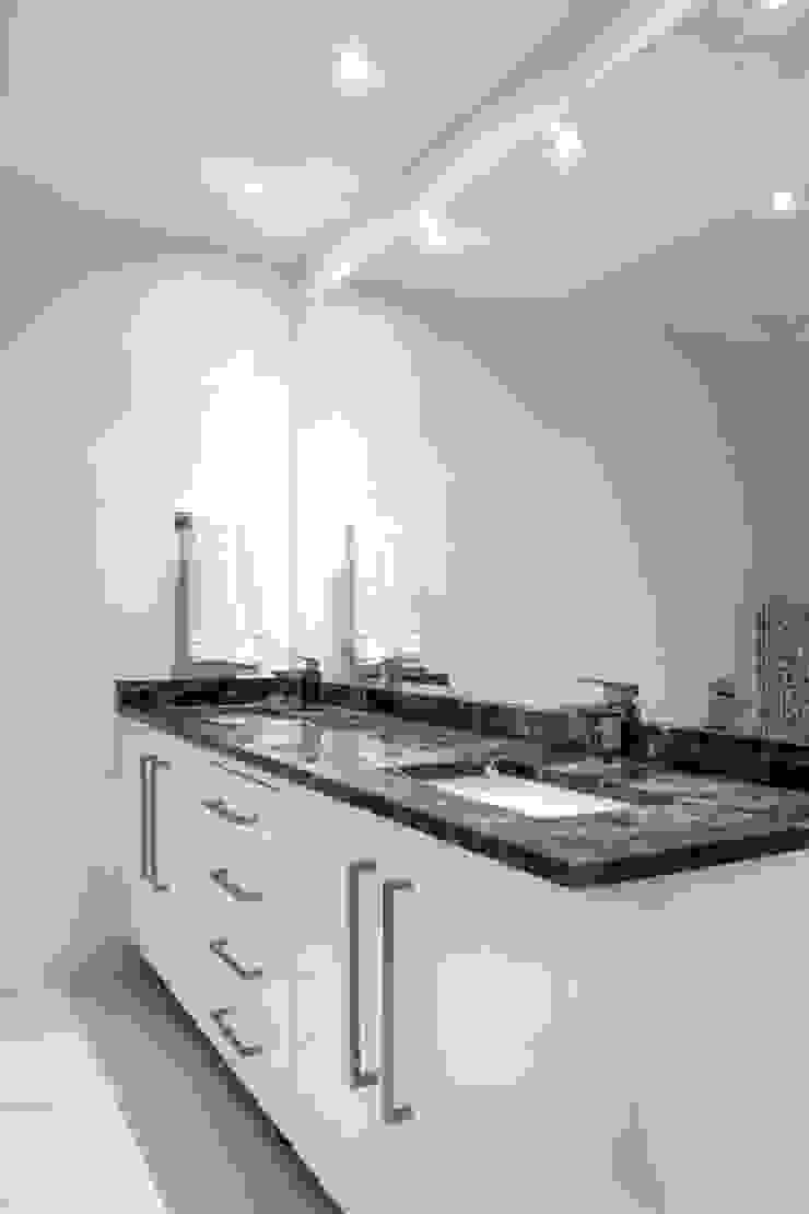 Bathroom Vanity: modern  by Smartdesigns & Turnkey Projects PTY Ltd., Modern Wood Wood effect