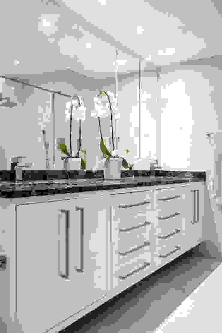 Main Bathroom Vanity : modern  by Smartdesigns & Turnkey Projects PTY Ltd., Modern Wood Wood effect