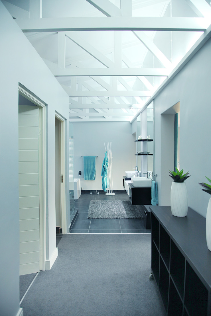Vaal River Minimalist corridor, hallway & stairs by Plan Créatif Minimalist