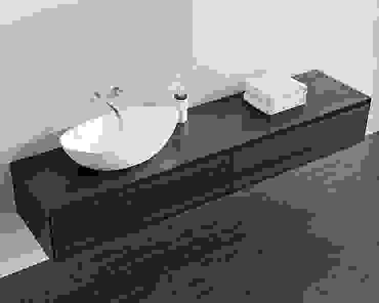 Geschmackvolle Badezimmer Kommode BM-01-XL in Eiche dunkel: modern  von Badeloft GmbH - Hersteller von Badewannen und Waschbecken in Berlin,Modern Holz Holznachbildung