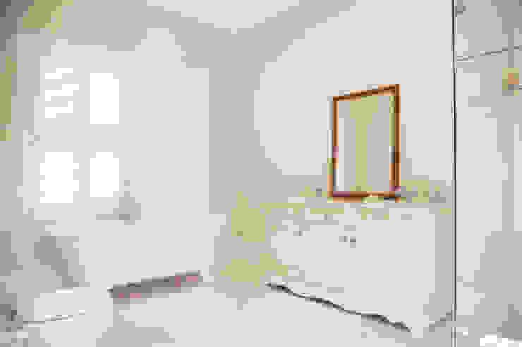 Saddlebrook Estate Classic style bathroom by Plan Créatif Classic