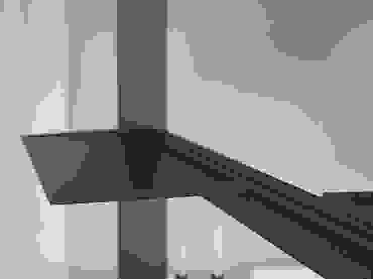Giostra accessori Cucina minimalista di Damiano Latini srl Minimalista Alluminio / Zinco