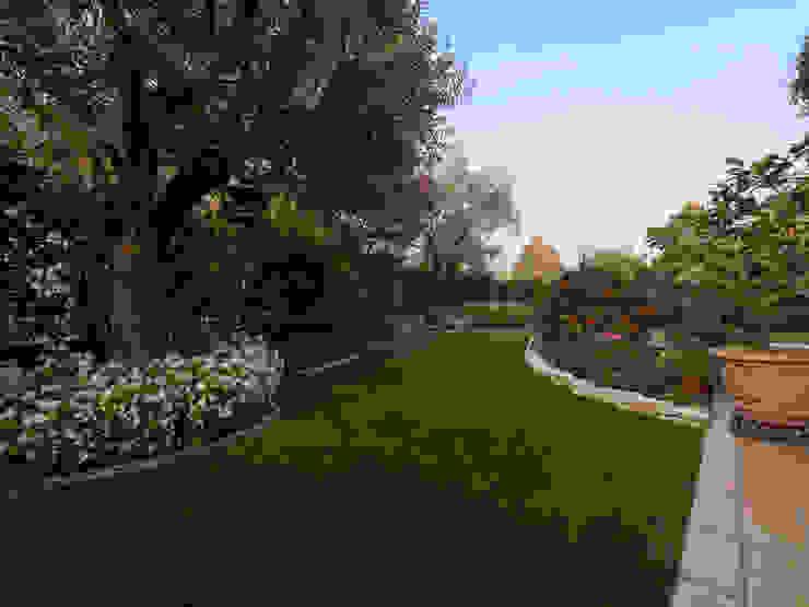 Bellissimo giardino colorato in Provincia di Brescia Lizzeri S.n.c. Giardino anteriore