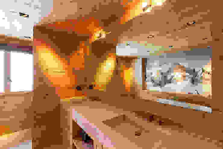 Badmöbel in Altholz und Steinabdeckung Rustikale Badezimmer von RH-Design Innenausbau, Möbel und Küchenbau Aarau Rustikal Holz Holznachbildung