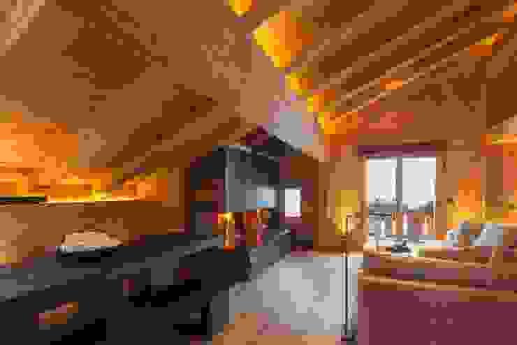 Esstisch in Eiche schwarz Rustikale Wohnzimmer von RH-Design Innenausbau, Möbel und Küchenbau Aarau Rustikal Holz Holznachbildung