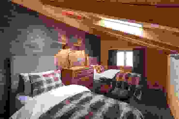 Gästeschlafzimmer Rustikale Schlafzimmer von RH-Design Innenausbau, Möbel und Küchenbau Aarau Rustikal Holzwerkstoff Transparent