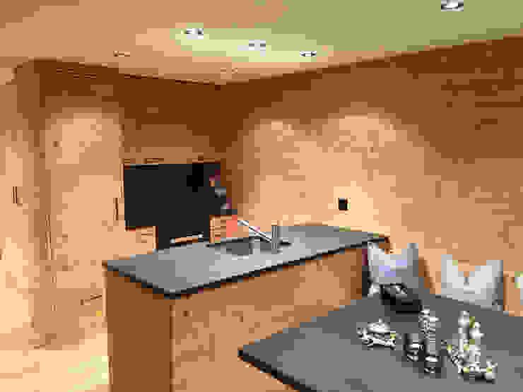 Küche in Holz gebürstet:  Einbauküche von RH-Design Innenausbau, Möbel und Küchenbau Aarau,