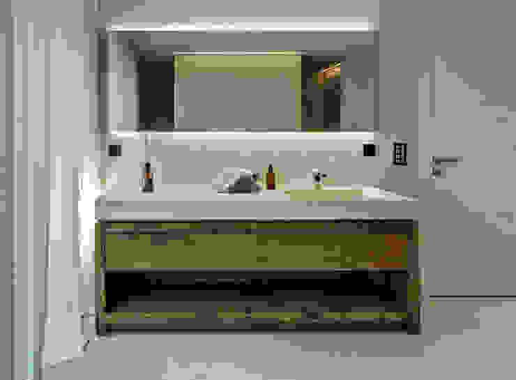 Badzimmermöbel: modern  von RH-Design Innenausbau, Möbel und Küchenbau Aarau,Modern Massivholz Mehrfarbig